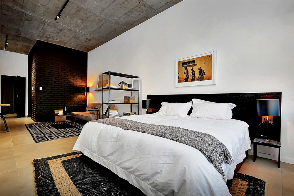 black-brick-bedroom_2