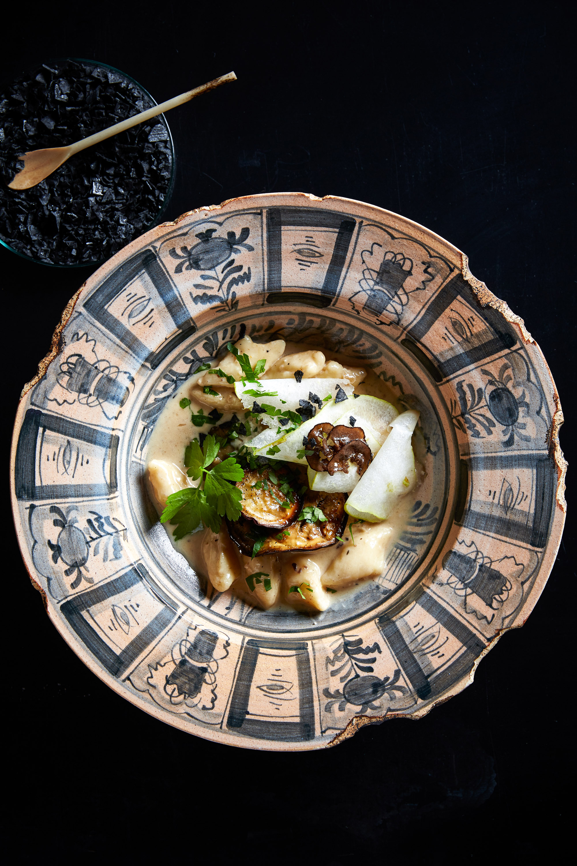 Hemelhuijs - Hand made gnocchi on roasted aubergine & pear puree with black truffle cream HR