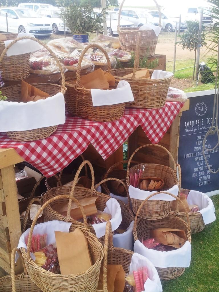 Gourmet-picnic-food-min