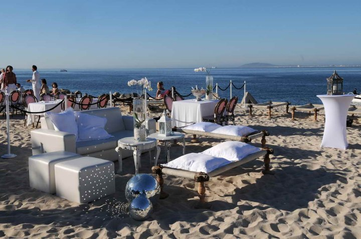 1352131186_W2SSA_Grand-Cafe-and-Beach-Cape-Town-New-Years-Eve-where2stay